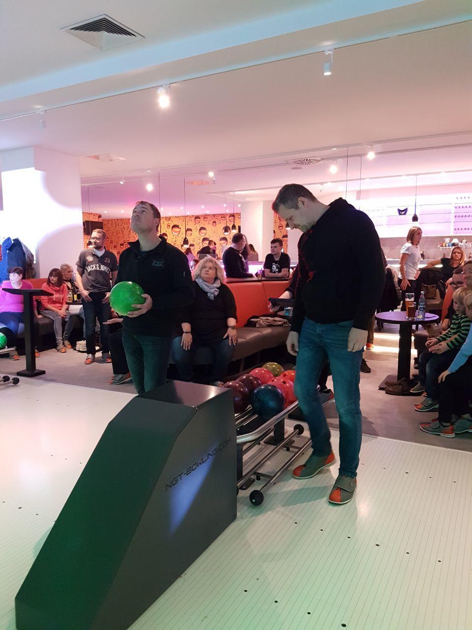 Bowlingabend mit der Jugendgruppe